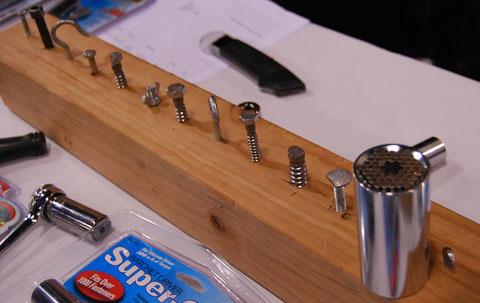 Гаечный универсальный ключ Gator Grip. имеет уникальную конструкцию которая мгновенно настраивается под различные гайки, винты, шурупы, болты.